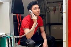 'Hot boy hàng không' mới nổi hút fans nhờ vẻ đẹp tự nhiên giản dị, ấm áp