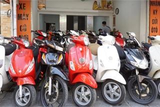 """Nhiều cửa hàng xe máy tại Hà Nội khách """"vắng như chùa bà Đanh"""""""