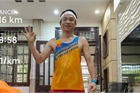 Không cần ra đường, người đàn ông ở Hà Nội vẫn chạy 15km mỗi ngày trong nhà