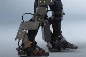 Cha chế tạo khung xương robot, giúp con trai bị liệt có thể đi lại được