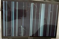 Nhiều MacBook M1 bị nứt màn hình không rõ nguyên nhân