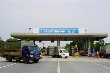 Tài xế bức xúc việc trả phí cao tốc khi phải quay xe không được vào Hà Nội