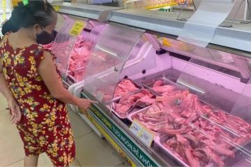 """Vì sao thịt heo vẫn bán giá """"trên trời"""", có phải dân buôn… ăn dày?"""