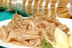 Món ăn miền Trung có tên gọi lạ, gói trong rơm khô 'hút' khách sành ăn
