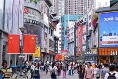 'Hàng xóm' làm khu miễn thuế, thiên đường mua sắm Hồng Kông bị đe dọa