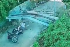 """Hai thanh niên chạy xe máy """"thông chốt"""" trên đường cấm và cái kết ê chề"""
