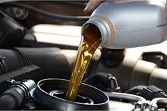 Bảo quản xe mùa dịch: Ô tô để lâu không đi có cần thay dầu động cơ?