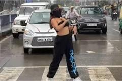 """Hotgirl mạng xã hội gặp rắc rối vì nhảy giữa đường để quay video """"sống ảo"""""""