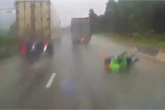Tài xế xe tải vô ý thức suýt gây tai nạn kinh hoàng khiến dân mạng phẫn nộ