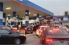 Lo giá tăng cao, nhiều cửa hàng xăng dầu kẹt cứng người mua