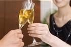 Tuyển dụng nữ ứng viên 'phải biết uống rượu bia, cho đối tác... cầm tay'