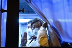 Coronavirus: Americans from quarantined cruise ship flown from Japan