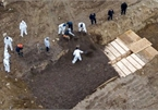 Coronavirus: New York using mass graves amid outbreak