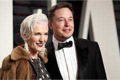 Bí quyết nuôi con thành công của mẹ Elon Musk