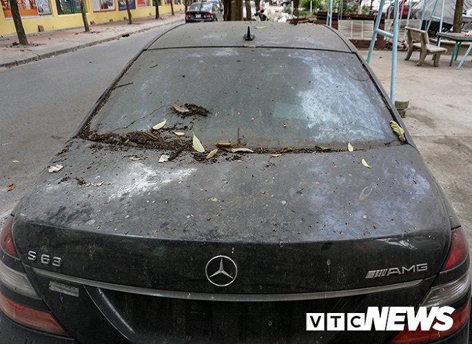 Xe sang Mercedes-Benz gan chuc ty dong bi bo hoang giua Ha Noi hinh anh 9