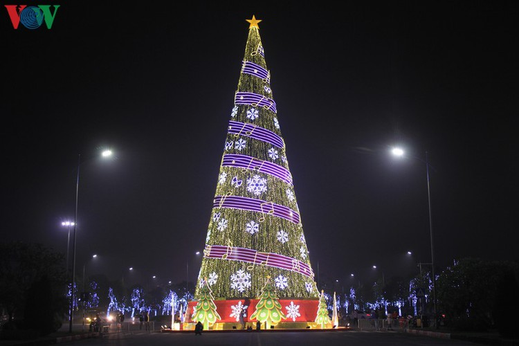 hanoi's streets lit up with array of festive christmas decorations hinh 13