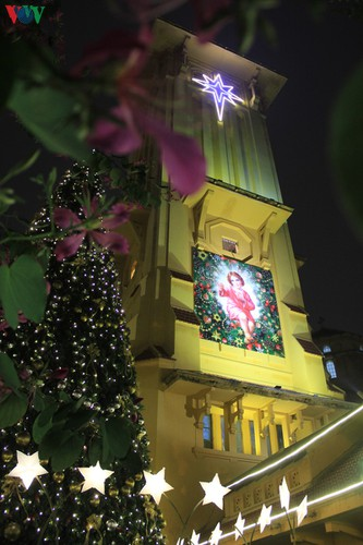hanoi's streets lit up with array of festive christmas decorations hinh 4