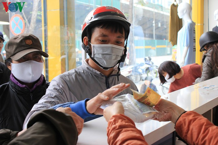 face masks in demand amongst hanoians to prevent spread of ncov hinh 12