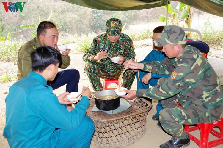 border guards undergo hardships combating covid-19 epidemic hinh 1