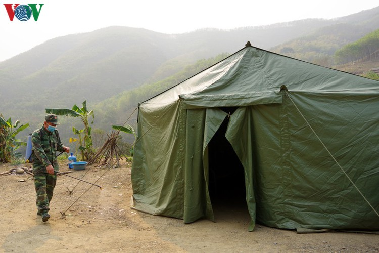 border guards undergo hardships combating covid-19 epidemic hinh 3