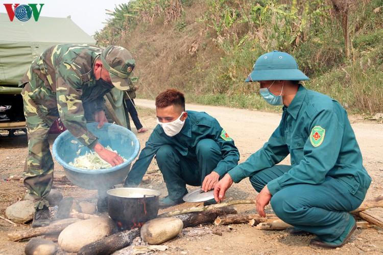 border guards undergo hardships combating covid-19 epidemic hinh 5