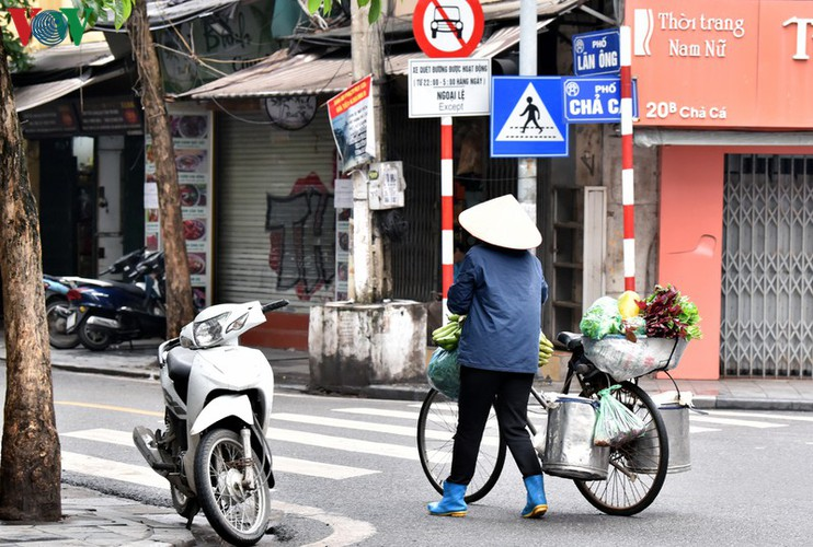 street vendors struggle to earn a living during covid-19 epidemic hinh 10