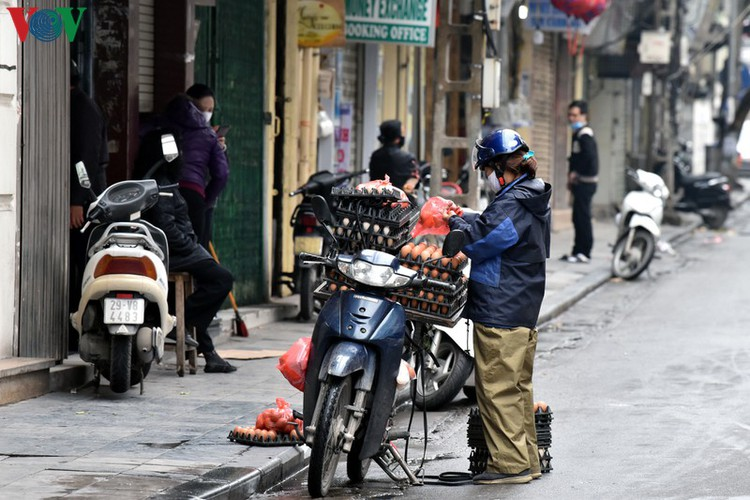 street vendors struggle to earn a living during covid-19 epidemic hinh 11