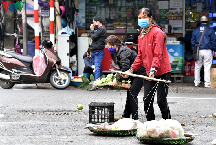 street vendors struggle to earn a living during covid-19 epidemic hinh 12