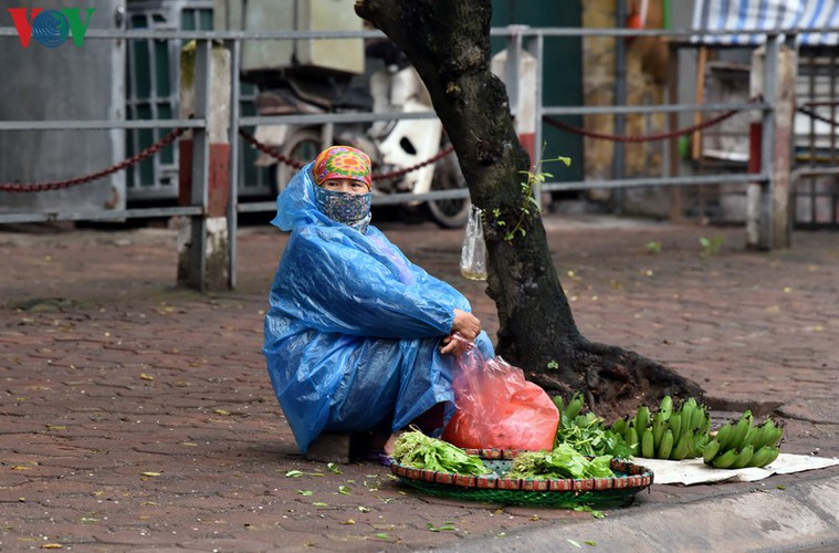 street vendors struggle to earn a living during covid-19 epidemic hinh 15