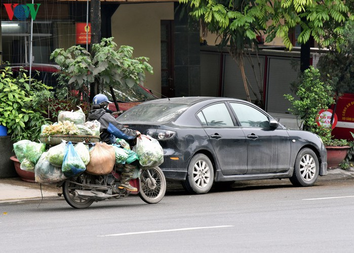 street vendors struggle to earn a living during covid-19 epidemic hinh 16