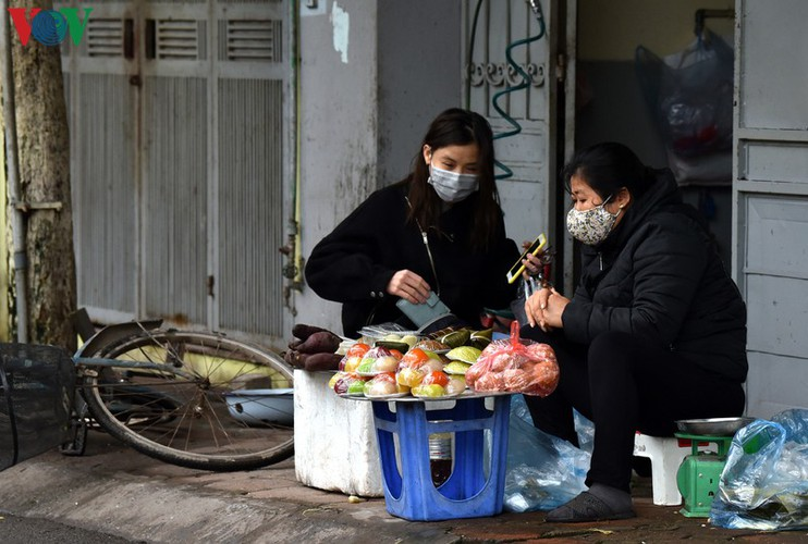 street vendors struggle to earn a living during covid-19 epidemic hinh 1