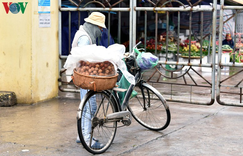street vendors struggle to earn a living during covid-19 epidemic hinh 3