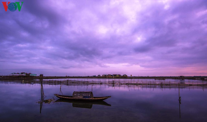 discovering peaceful tranquility at chuon lagoon in hue hinh 7