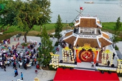 Traditional customs on show as Hue hosts Tet Festival
