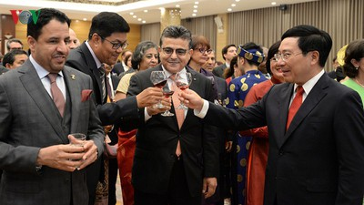 Diplomatic representatives hosted by Deputy PM at New Year banquet