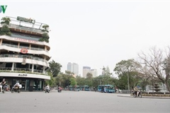 Hanoi streets left deserted after business closures