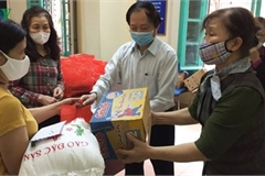 More needy people in Hanoi access free food amid COVID-19
