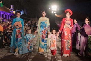 Ao Dai displaying Vietnamese cultural heritage on show in Hanoi