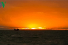 Exploring stunning sunrise of Phu Quy island