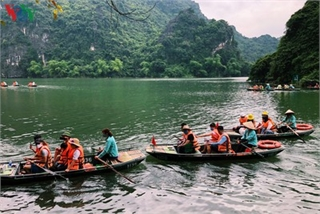 Trang An landscape complex packed with tourists during public holidays