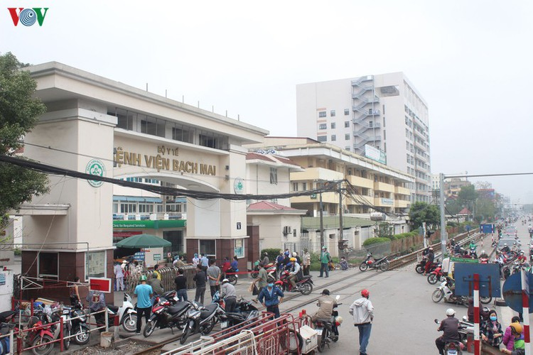 hanoi hospital under scrutiny after covid-19 infection hinh 1