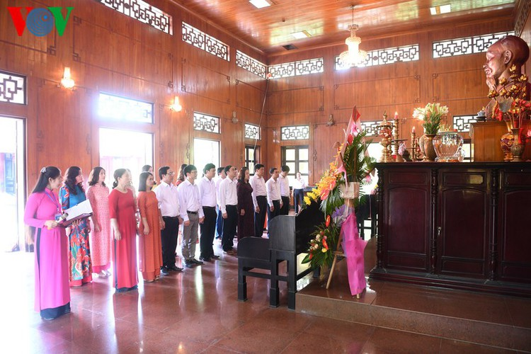 a look at president ho chi minh's house throughout his childhood hinh 18