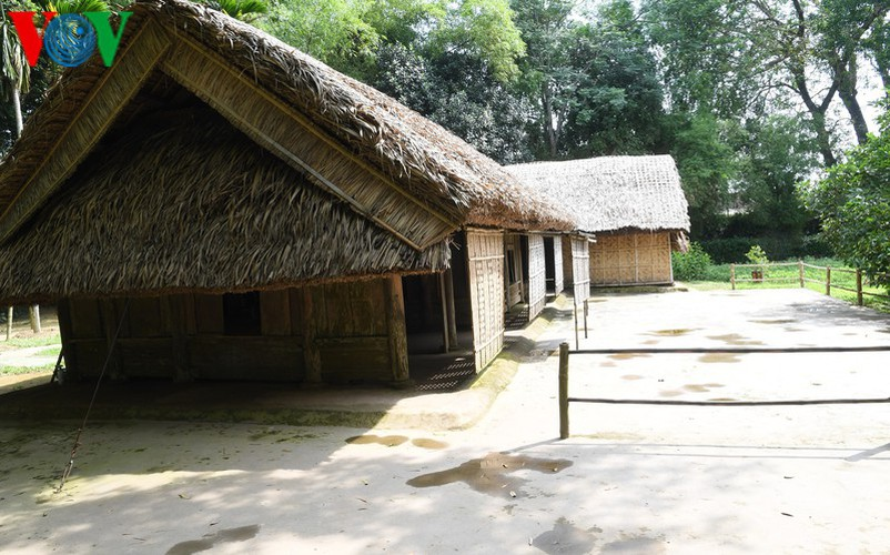 a look at president ho chi minh's house throughout his childhood hinh 1