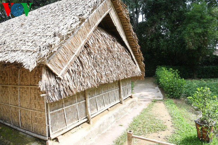 a look at president ho chi minh's house throughout his childhood hinh 3