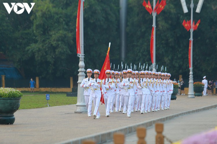 flag-salute ceremony in celebration of national day hinh 3