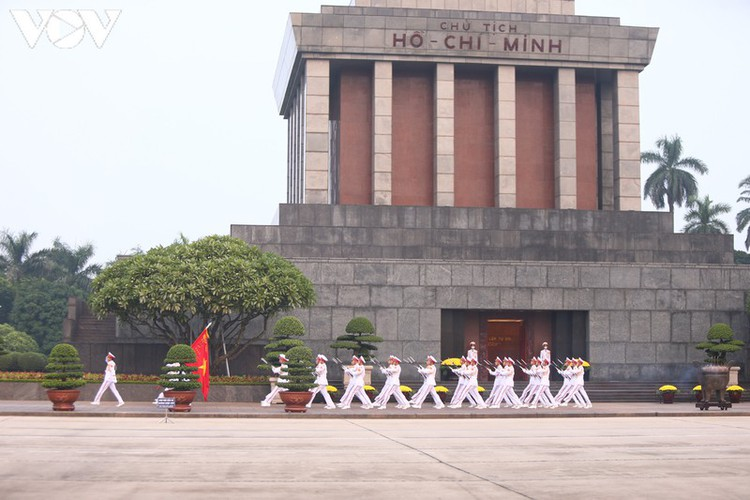 flag-salute ceremony in celebration of national day hinh 4