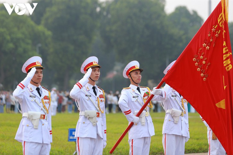 flag-salute ceremony in celebration of national day hinh 7