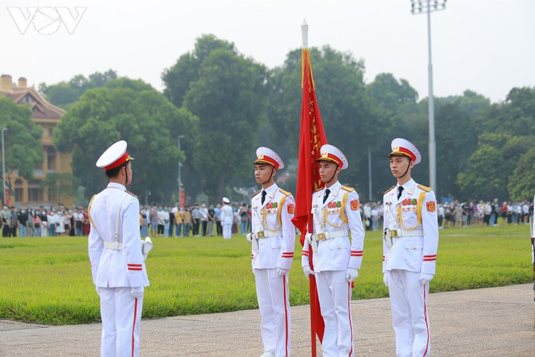 flag-salute ceremony in celebration of national day hinh 8
