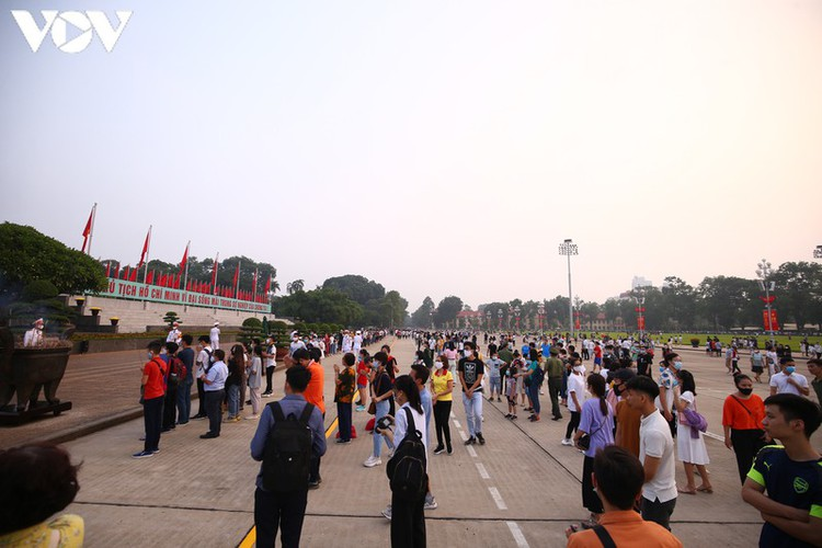 flag-salute ceremony in celebration of national day hinh 9