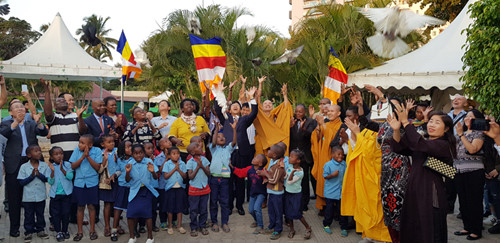 vietnamese citizens in mozambique celebrate buddha's 2563rd birthday hinh 2